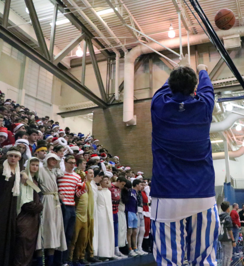 PHOTOS:  Christmas In The Cage